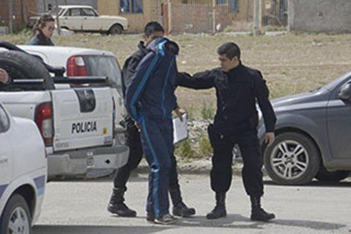 Uno de los sujetos que fue detenido y trasladado a la Seccional Quinta de Policía