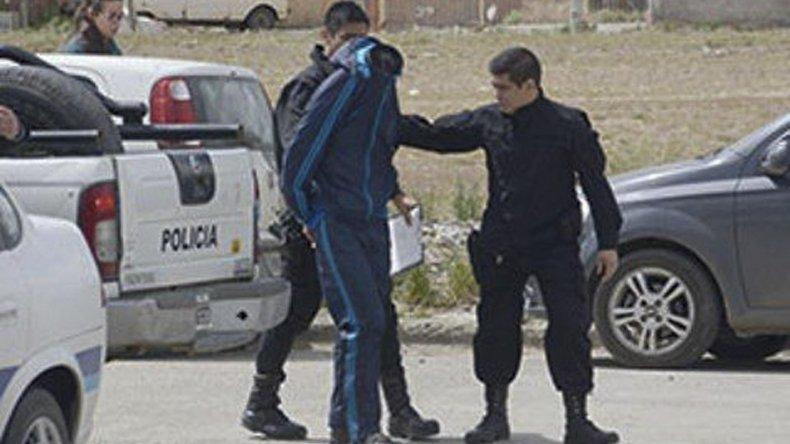 Tres jóvenes robaron esta mañana billeteras y celulares en pleno centro: hay un detenido