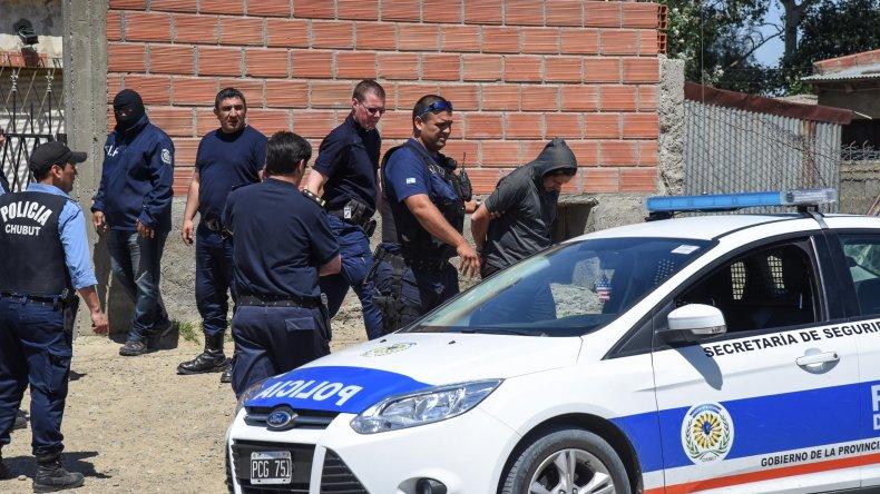 Ricardo Alvarado es detenido. Lo investigan por las heridas de bala que sufrieron Jorge Nieves y Aldo Núñez. Hoy comparecerá ante la Justicia.