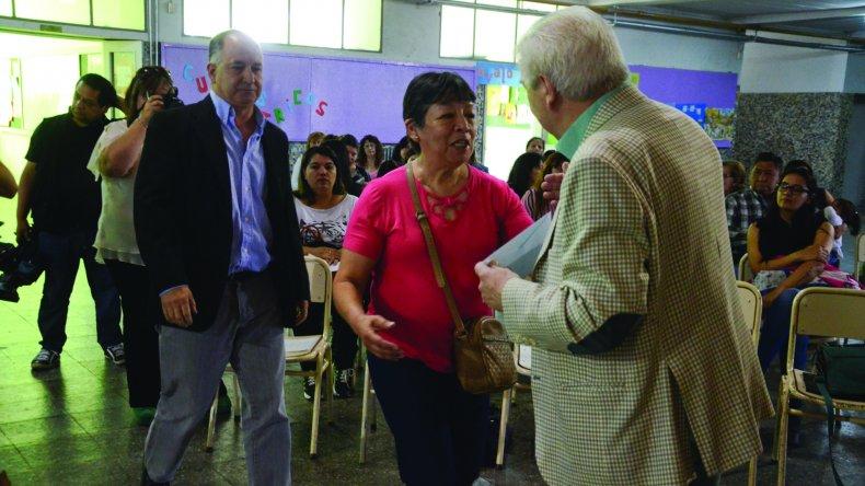 En la Escuela 26 ayer por la mañana se entregaron 30 subsidios del Fondo de Asistencia Educativo Municipal.