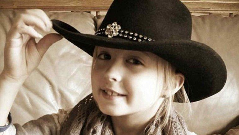 Con tan solo 8 años  padece un tipo raro  de cáncer de mama