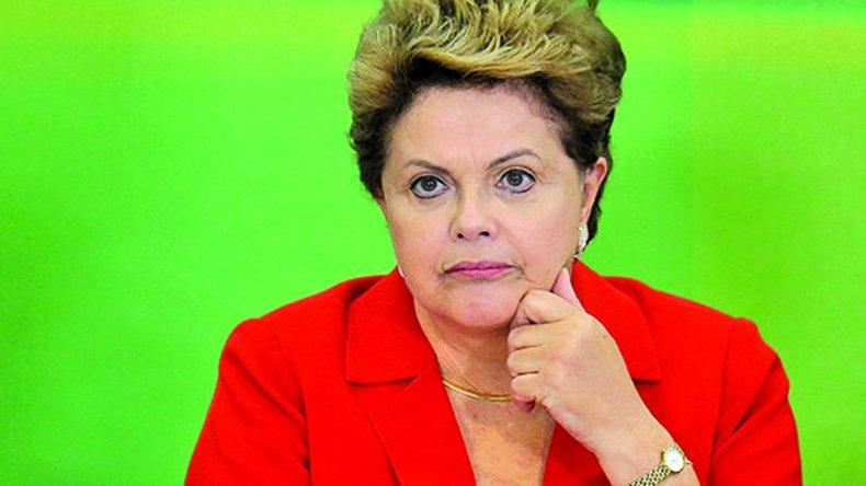 Una comisión formada por 65 diputados de 23 partidos decidirá si la presidenta Rousseff será sometida a un juicio político.