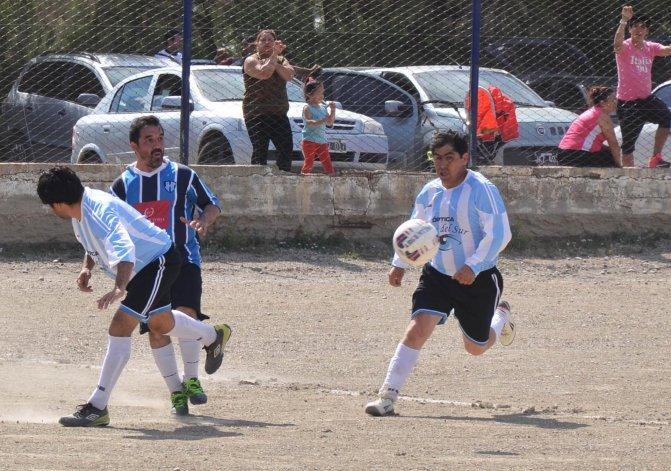 General Saavedra viene de eliminar a Puerto Argentino en cuartos de final de la división A de los Senior.