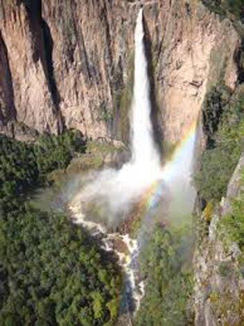 El torrente de Basaseachi se encuentra robustecido con la vertiente de los arroyos El Durazno y Basaseachi