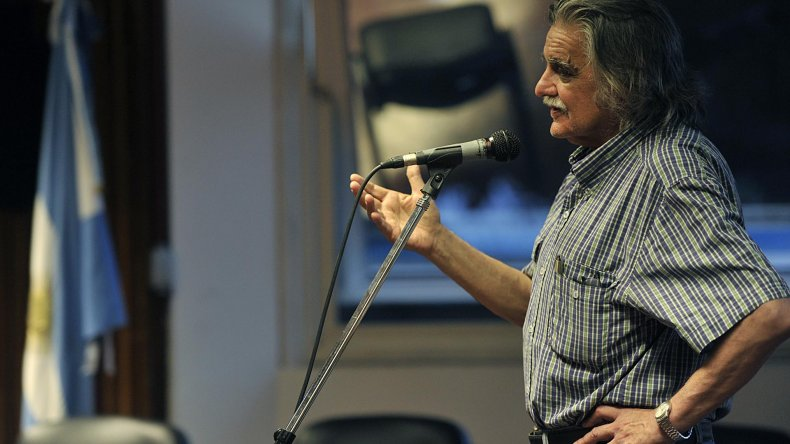 González homenajeado por su gestión en la Biblioteca Nacional.