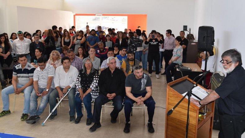El intendente José Córdoba dio ayer por finalizada su gestión con la inauguración del Centro Integrador Juvenil. En el mismo acto se abrieron sobres licitatorios de una obra de repavimentación de calles y hubo otros anuncios.