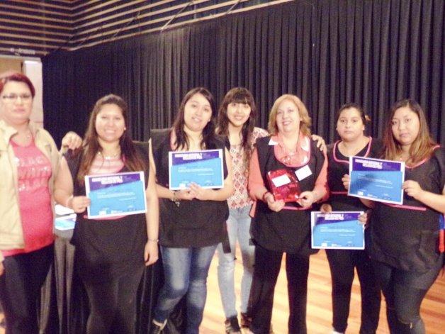 La entrega de certificados a los jóvenes que participaron de los distintos talleres y capacitaciones.