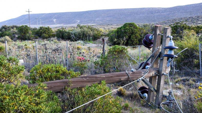 El viento ocasionó la caída de tres postes lo que dejó sin energía a Rada Tilly.