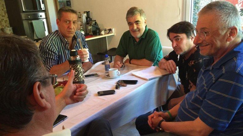 La reunión que Das Neves mantuvo ayer con sus colaboradores en Trelew.