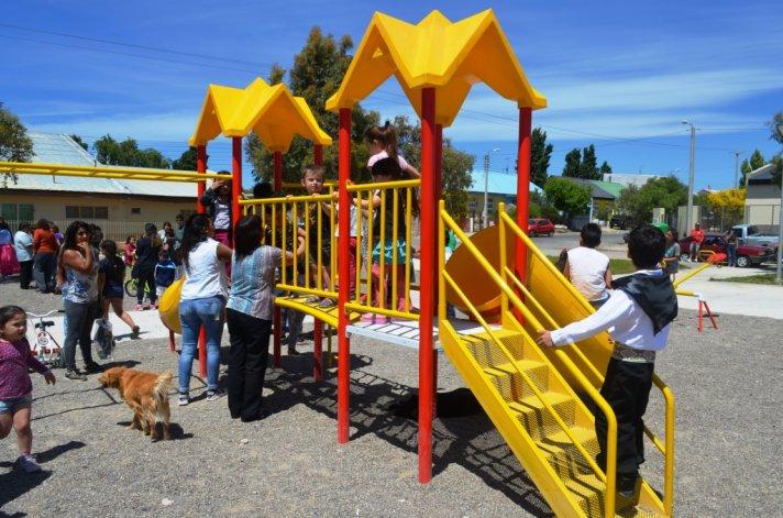 Los vecinos de Restinga Alí ya pueden disfrutar de la nueva plaza