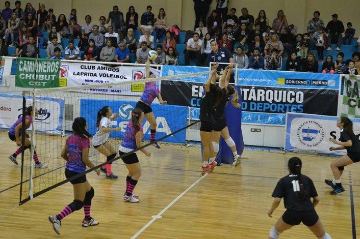 Las chicas de Municipal Comodoro Vóley no pudieron alcanzar la clasificación.