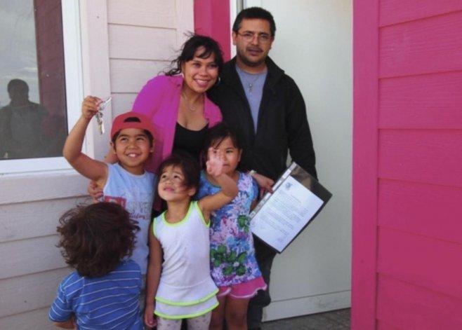 Los grupos familiares recibieron las carpetas de adjudicación
