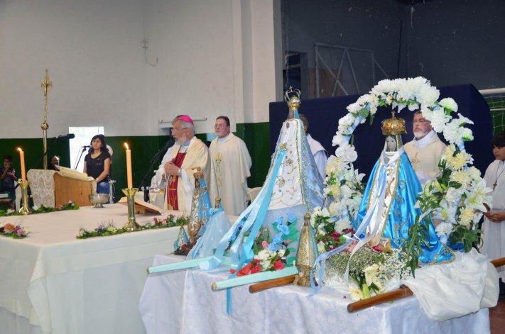 Como todos los 8 de diciembre los fieles se reunieron para protagonizar la procesión por el Día de la Inmaculada Concepción de la Virgen María. Luego se celebró una santa misa donde los niños del barrio recibieron la primera comunión.