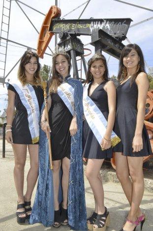 La actual reina Maitena Ovando junto a sus princesas en el pasado acto del 13 de Diciembre.