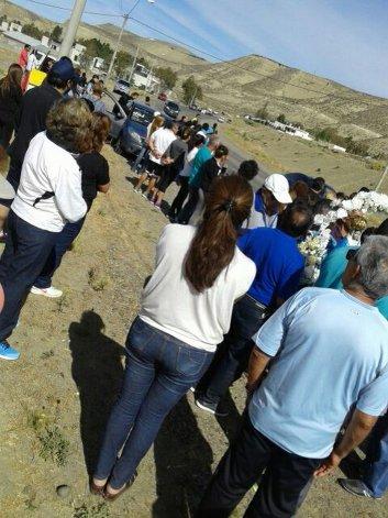 Los fieles de Valle C se agruparon en a ruta para esperar el paso de la Virgen