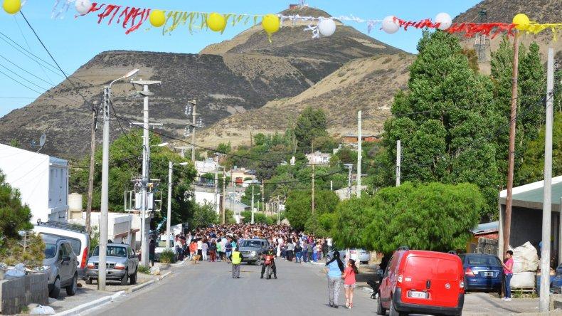 Una fiesta comunal se vivió en zona norte alrededor de la imagen de la Virgen