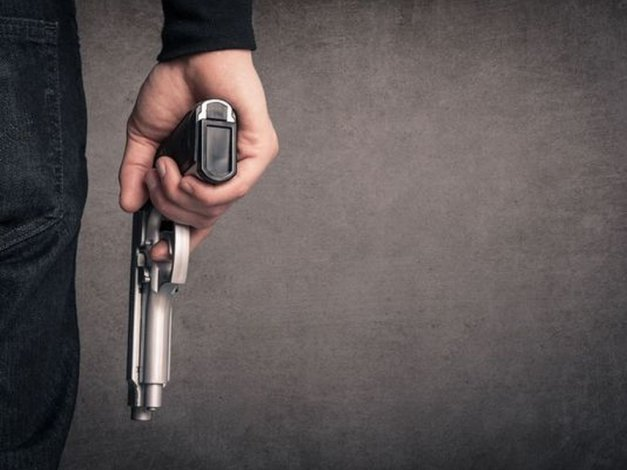 Le pegó un tiro en la pierna a la actual pareja de su ex mujer