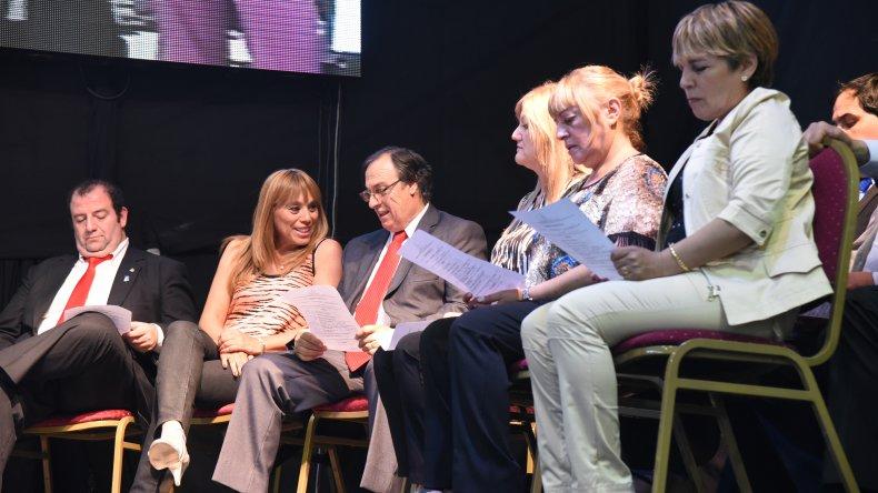 Concejales electos acompañaron el acto de asunción desde el escenario central