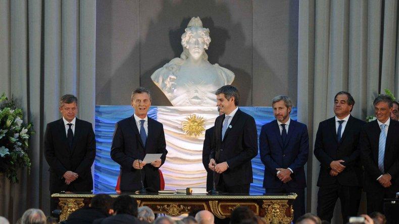 Macri le tomó juramento a los ministros de su Gabinete