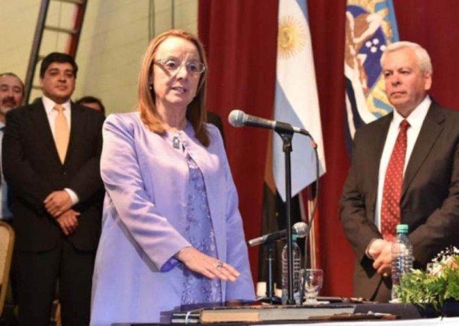 Alicia Margarita Kirchner asumió la Gobernación jurando por Dios