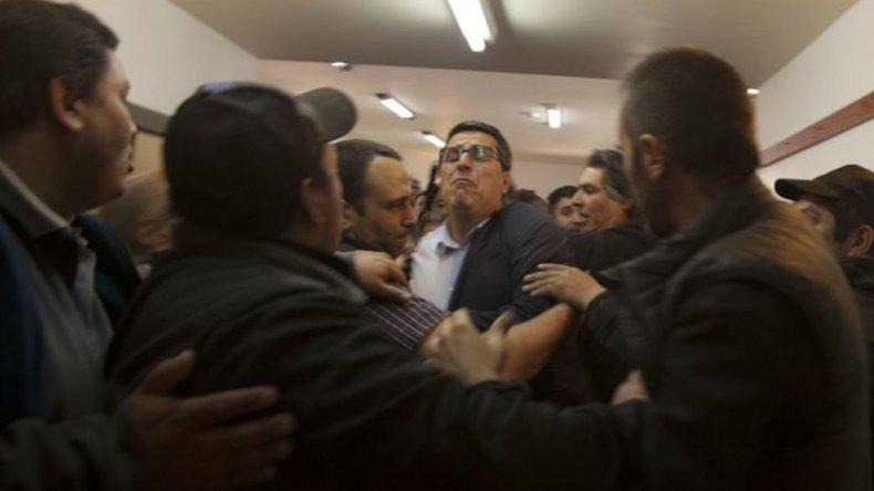 En una violenta sesión se aprobó la emergencia económica en Bariloche