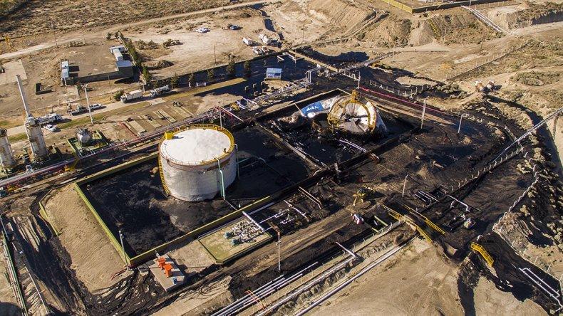El colapso de un tanque en la Planta Deshidratadora de YPF en la zona norte de Comodoro Rivadavia.