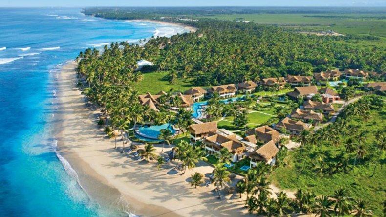 Punta Cana cuenta con numerosos resorts todo incluido que ofrecen los más lujosos servicios y la tranquilidad de tener toda la estadía resuelta.