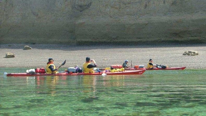 Una buena cantidad de empresas de turismo ofrecen travesías y paseos en kayak.