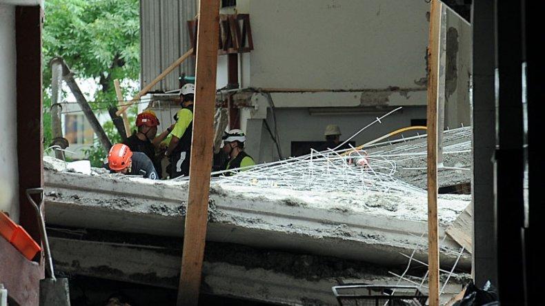 El derrumbe se produjo luego de que un piso que estaba en construcción cedió.