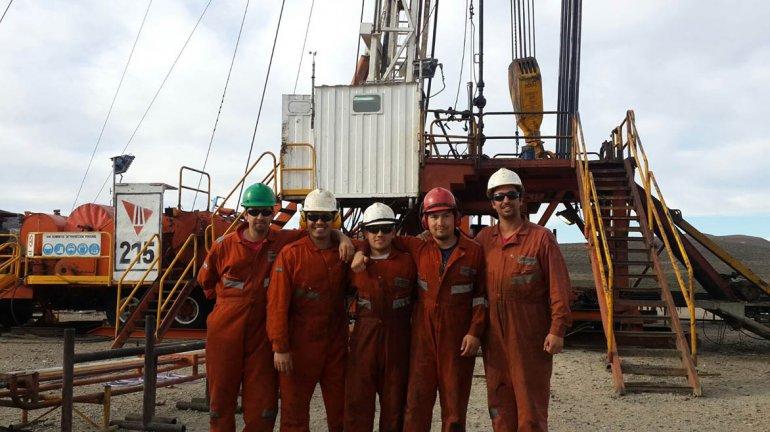 Oscar Marchant –centro– junto a sus compañeros del equipo de terminación de San Antonio.