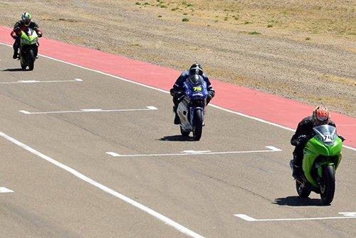 Las motos de velocidad disputaron ayer la penúltima del año donde hubo consagrados con anticipación.