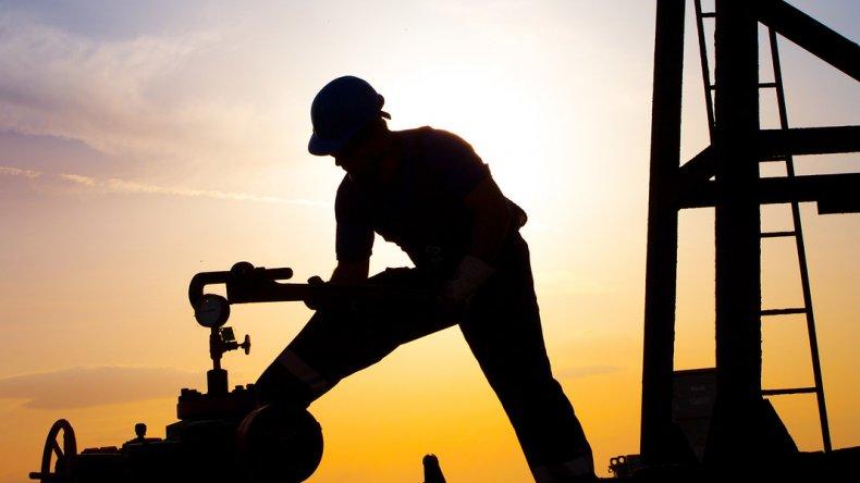 Países productores de petróleo quieren prorrogar el acuerdo de recortes