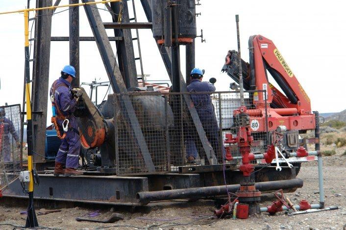 El gobernador preside el acto central por el aniversario del descubrimiento del petróleo