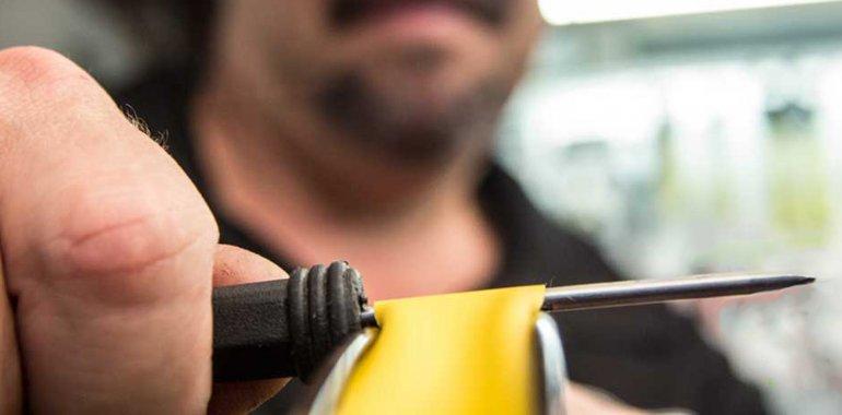 La policía le secuestró al delincuente el destornillador con que amenazó al remisero para sacarle la billetera.