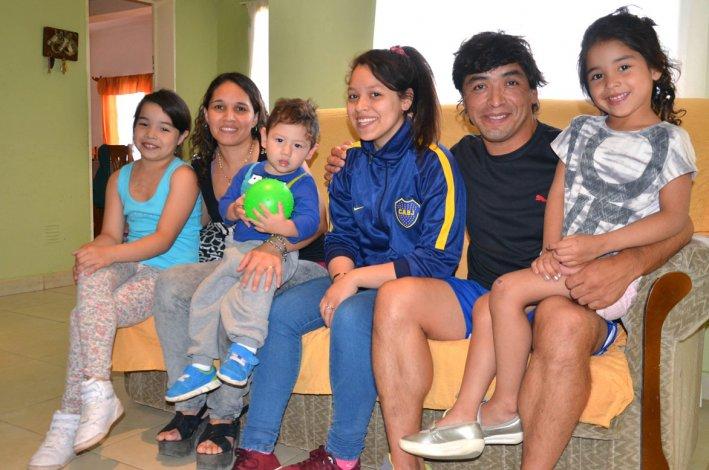 Eduardo Cárcamo junto a su familia