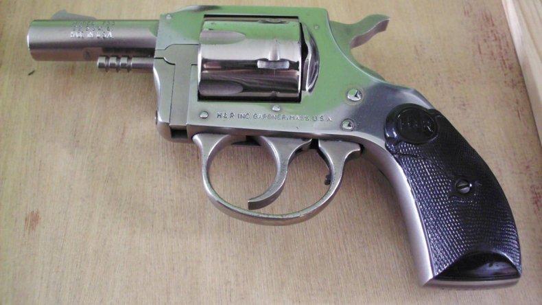 Cayó el Mariachi Mansilla con un revólver descargado