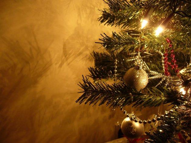 Murió electrocutado cuando armaba el árbol de Navidad