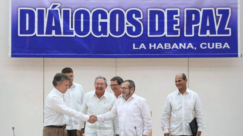 Juan Manuel Santos y el líder de las FARC