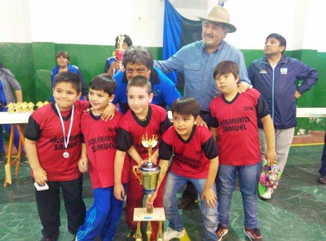 Uno de los equipos que participó del torneo de fútbol infantil que organizó el Deportivo Las Latas.