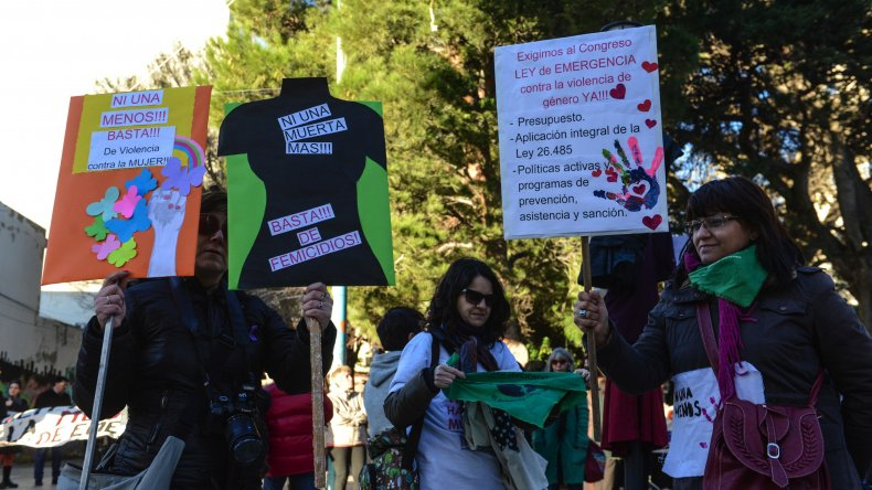 Marcha Ni Una Menos en Comodoro. Foto: Mauricio Macretti / El Patagónico.