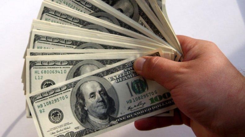 Desde mañana se unifica el tipo de cambio y se podrá comprar dólares sin restricciones