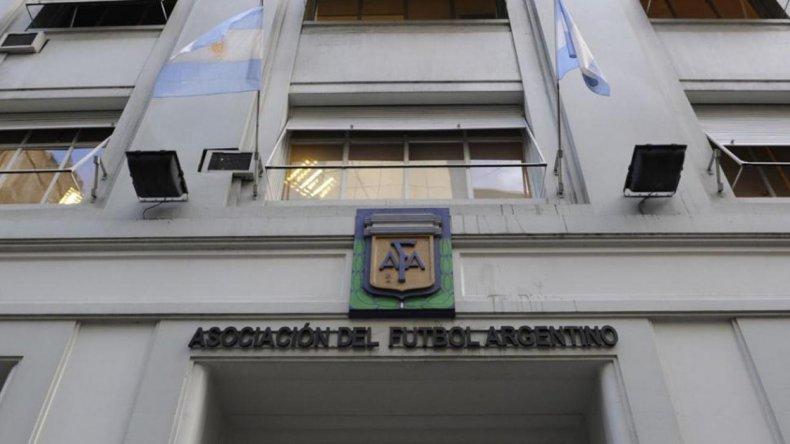 En la sede de la AFA continúan con la incertidumbre de saber quién será el nuevo presidente.