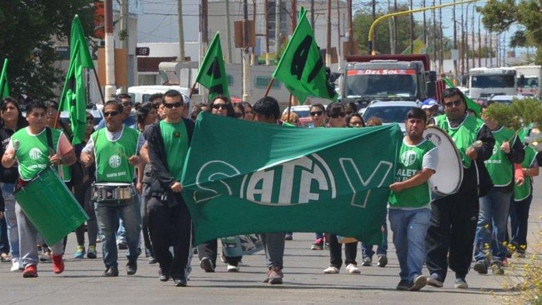 Trabajadores afiliados a ATE cumplieron ayer otro paro de 48 horas reclamando un bono navideño y la reapertura de paritarias.