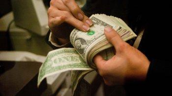 el dolar se acerca a los 15 pesos para la venta