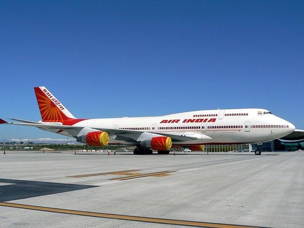 Horror: murió tras ser absorbido por el motor de un avión