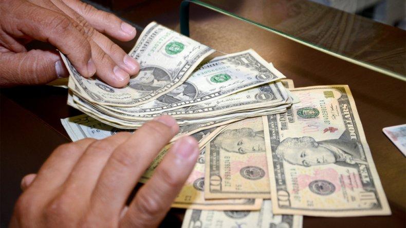 El dólar subió once centavos