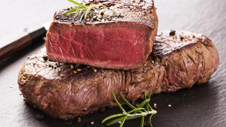Los peligros de comer  carnes poco cocidas