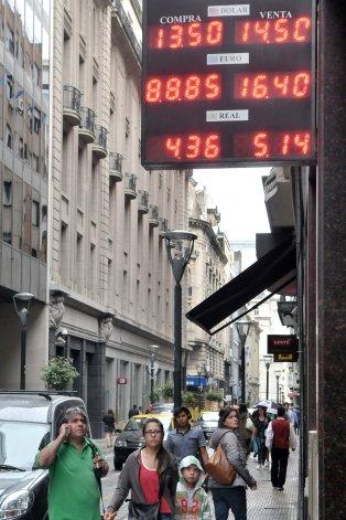 La incertidumbre reinó en la primera jornada de dólar libre.