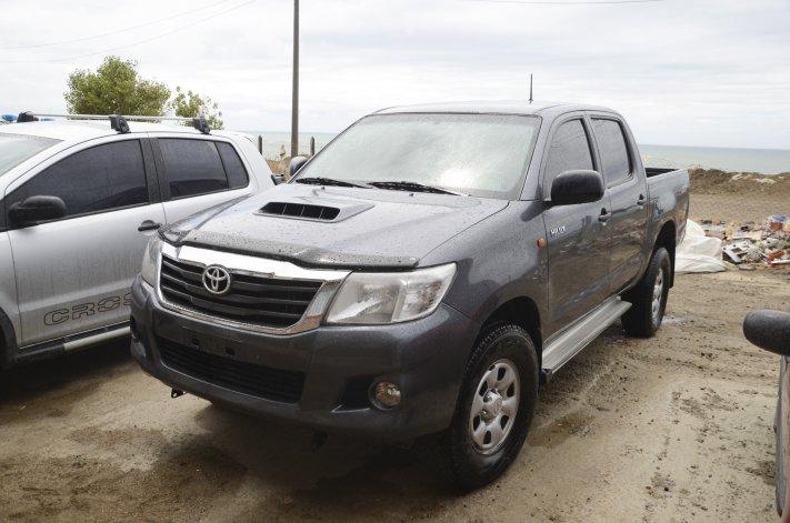 La Toyota Hilux gemela secuestrada el miércoles a la tarde por la Brigada de Investigaciones y la División Sustracciones.