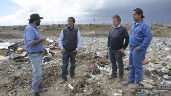 En su recorrida, Luque estuvo acompañado por el nuevo subsecretario de Medio Ambiente, Daniel González.